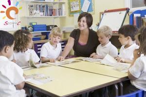 relation enseignant-élève : dans la classe avec logo