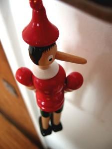 il ment ? Pinocchio en bois