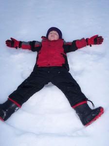 15.03.31 enfant neige jeu