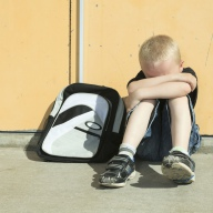 15.06.31 enfant sac triste