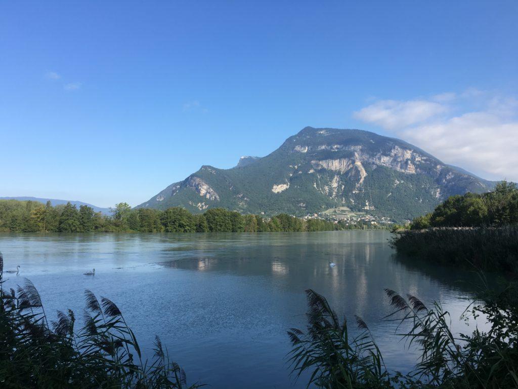 aventure en famille : pause près de l'Etang Bleu à Vions