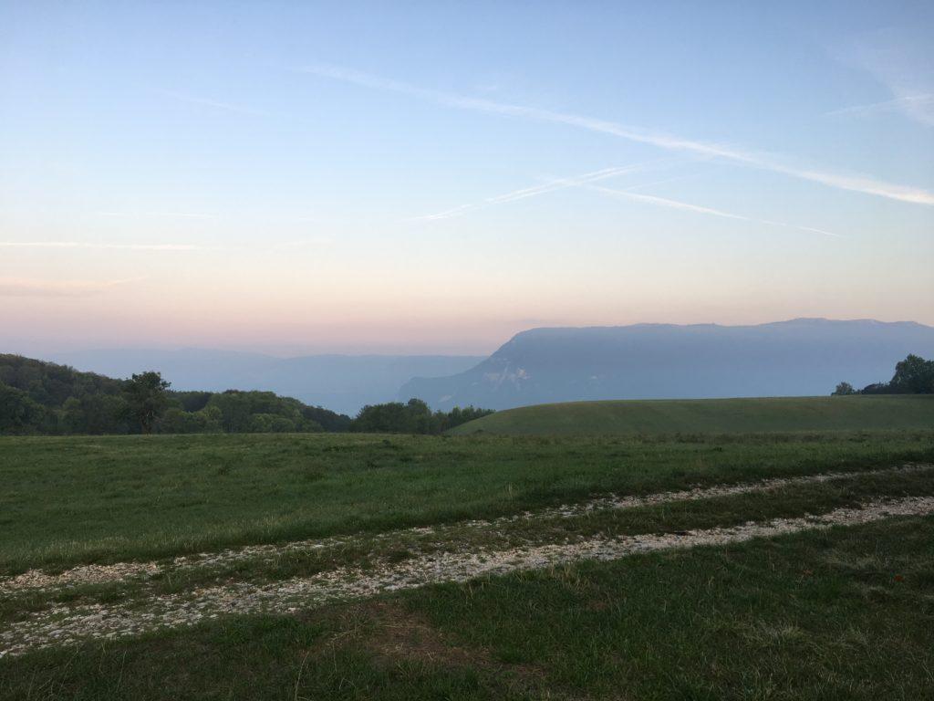 aventure en famille : lever de soleil sur le Grand Colombier