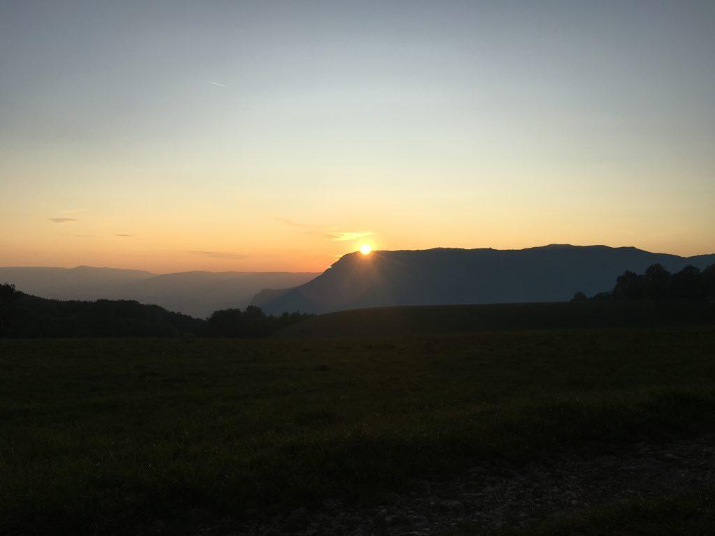 aventure en famille : coucher de soleil sur le grand Colombier